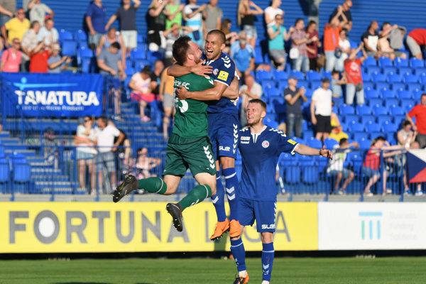 Hráči FK Senica sa tešia po víťazstve v druhom zápase baráže o účasť vo futbalovej Fortuna lige ročníka 2018/2019.