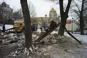 Búranie stánkov v Moskve.