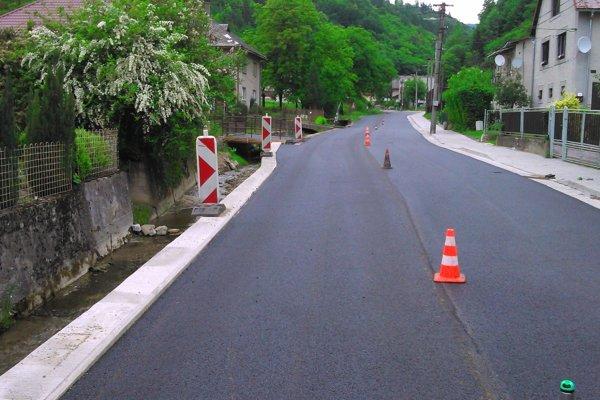 Rekonštrukcia cesty v Tisovci.