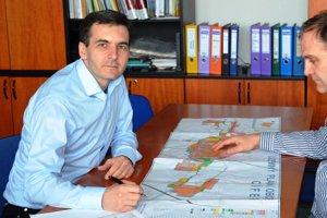 Maroš Sagan (naľavo) s predsedom Mikroregiónu 11 PLUS Tiborom Szládicsekom.