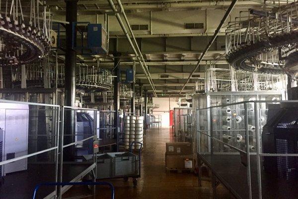 Opustená výrobná hala pletiarne.