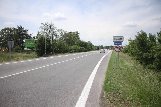 Značka vjazdu do mesta je bližšie ku kruhovému objazdu.