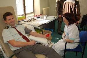 Žilinskí policajti a zamestnanci úradu darovali 25 litrov krvi.