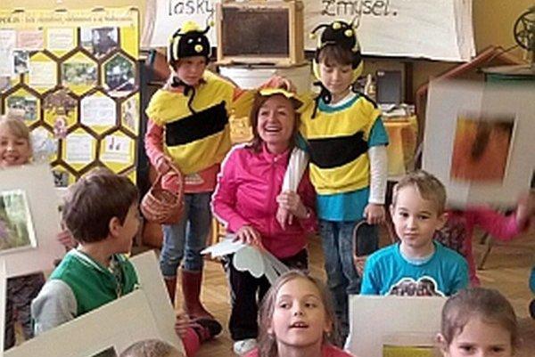 Žiaci Základnej školy Slovenských partizánov počas vzdelávacieho programu Včela medonosná v detskom včelárskom múzeu.