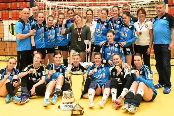 Hádzanárky Šale zavŕšili sezónu ziskom strieborných medailí po finálovej sérii s Michalovcami.