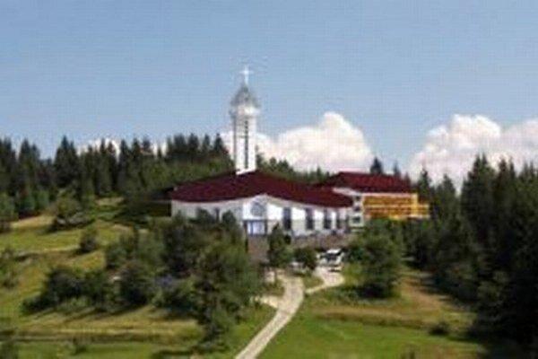 Nový chrám na Živčákovej posvätia v nedeľu.