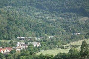 Výhľad z ruín hradu Košeca.
