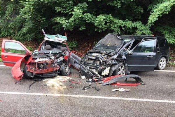 Na mieste nehody bolo dovedna sedem zranených.