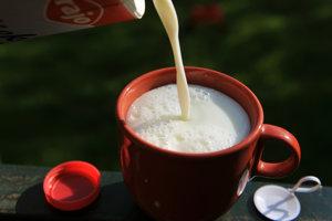 Plnotučné mlieko obsahuje relatívne veľké množstvo sacharidov a preto ho počas diéty treba piť iba s mierou.