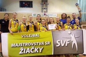 Strieborné hráčky Volleyball Academy Žilina.