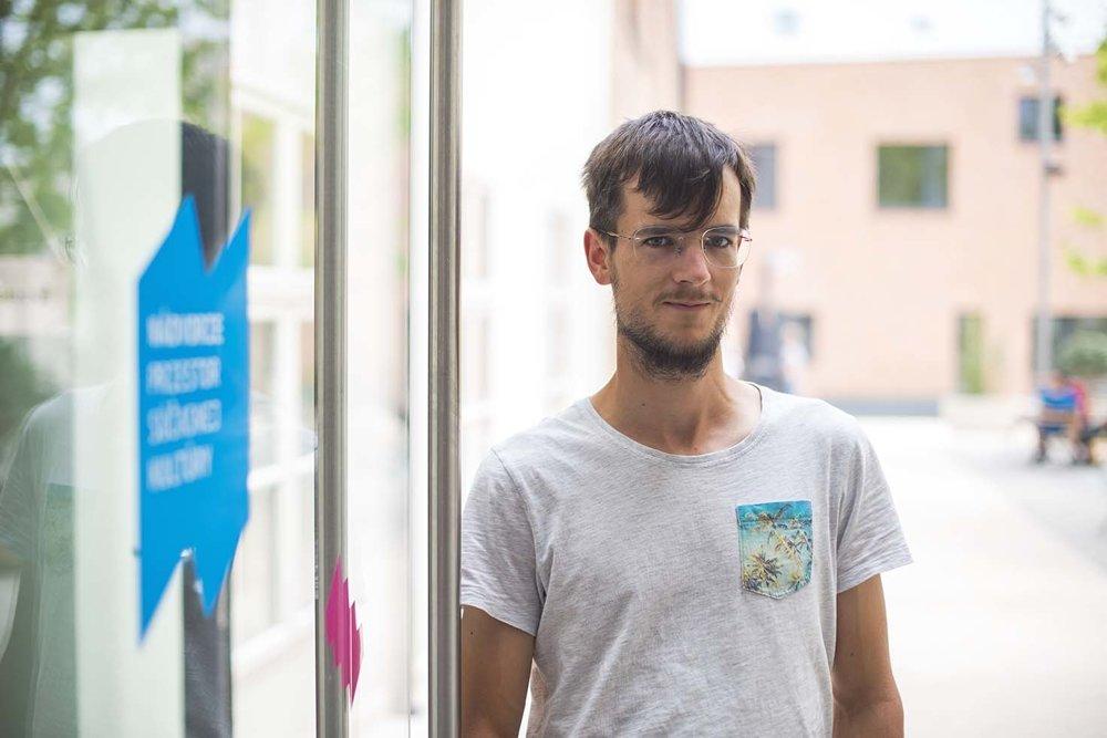 Svoj priestor na prácu našiel v Coworkingu aj fotograf Matúš Koprda.