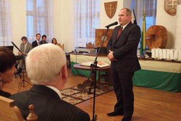 Ceny osobnostiam mesta Žilina za rok 2012 odovzdával primátor Igor Choma.