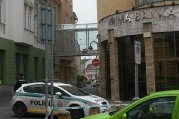 Prima banku uzavrela polícia.