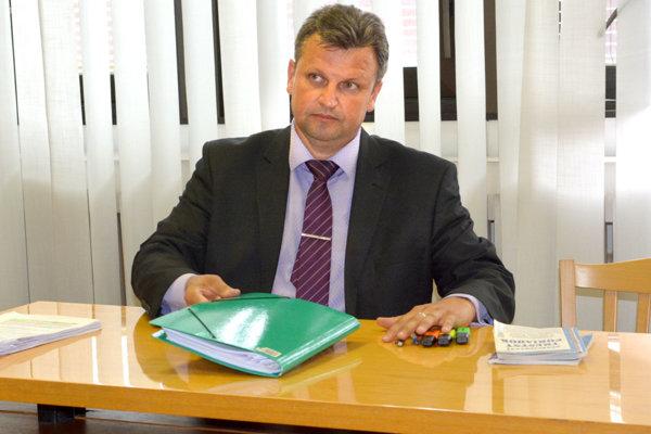 Prokurátor pred komisiou.