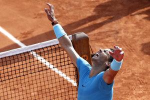 Rafael Nadal oslavuje postup do finále.