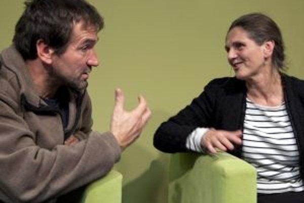 Kňaz Marián Kuffa a psychologička Soňa Holúbková debatovali v Nadácii POLIS o pomoci, pokore a pýche.