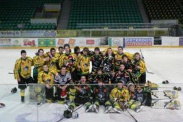 Hokejový tím z OAVOZA svojich súperov zo športového gymnázia nabil.