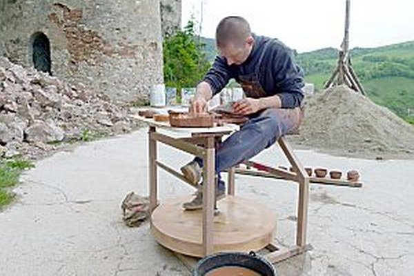 Miloš Gregor. Práca na hrnčiarskom kruhu mi išla od ruky.