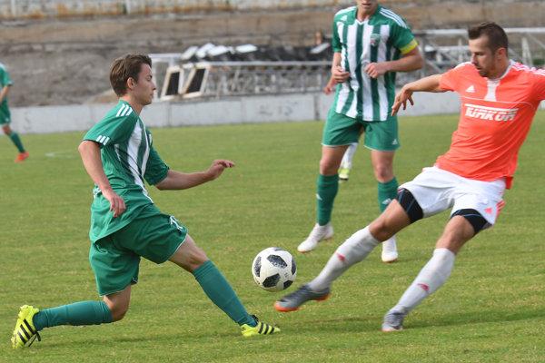 Prešov B – FK Košice. Zľava Erik Stach (Prešov B) astrelec dvoch gólov FK Košice Radovan Bandžuch.