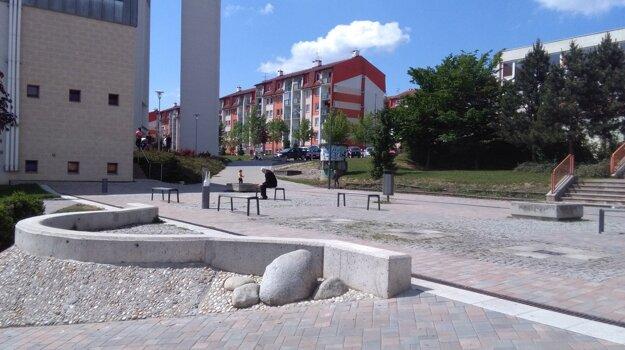 Nefunkčná fontána na Hájiku.