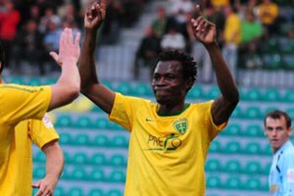 Babatounde Bello otvoril gólový účet futbalového šlágra, v závere pridal druhý gól.