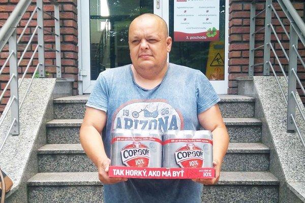 Kartón piva Corgoň od spoločnosti Heineken v 13. kole vyhrala Nikola Móri zo Šale. Prišiel poň jej manžel Marián.