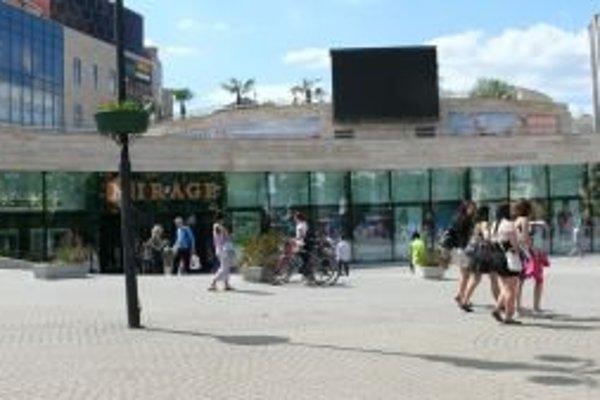 Obchodné centrum Mirage. Bolo vydané rozhodnutie na zbúranie jeho časti.