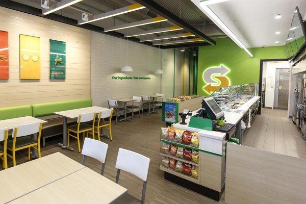 Vynovené priestory a logo reťazca Subway v zahraničí.