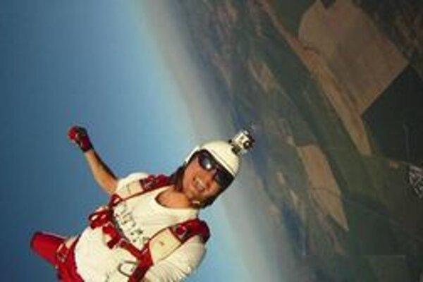 Roman Dubský sa venuje extrémnemu športu, skydivingu.