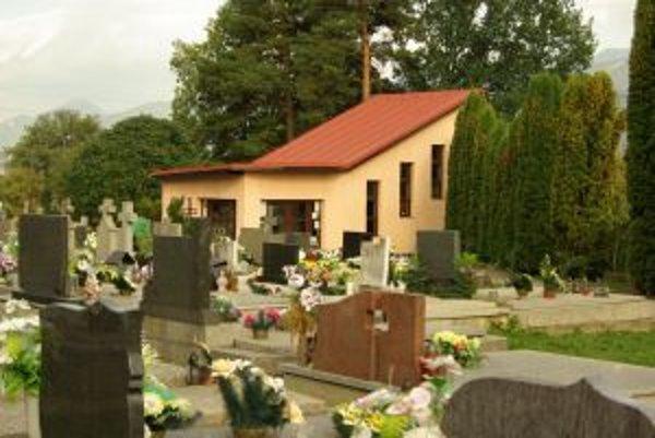 Dom smútku v Mojšovej Lúčke. Nájom bude za jedno euro ročne.