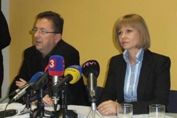 Ministerka zdravotníctva a minister obrany na mimoriadnom zasadnutí v žilinskej nemocnici