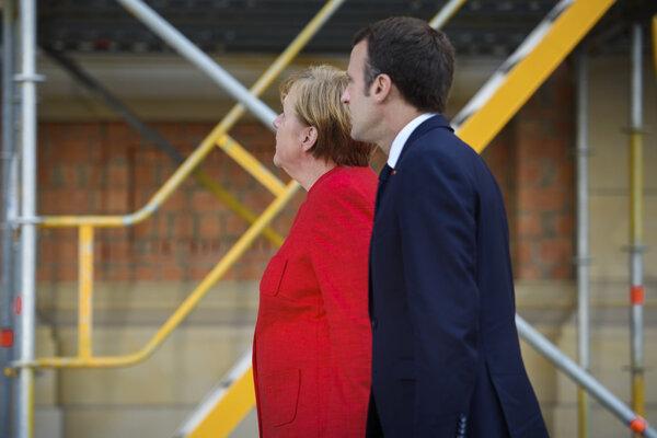 Nemecká kancelárka Merkelová a francúzsky prezident Macron.