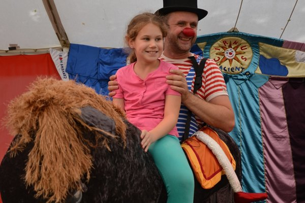 Deti si zábavu s klaunami naozaj užili