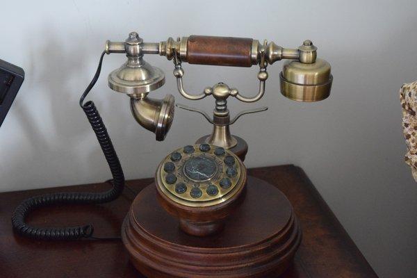 Prvá bratislavská telefónna sieť vznikla v roku 1884.