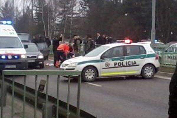 Páchateľa museli oživovať. Na mieste bolo 8 policajných áut.