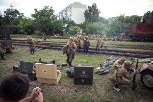 Vojenská ukážka bojov z 2. sv. vojny počas 20. celoslovenského zrazu historických železničných vozidiel.