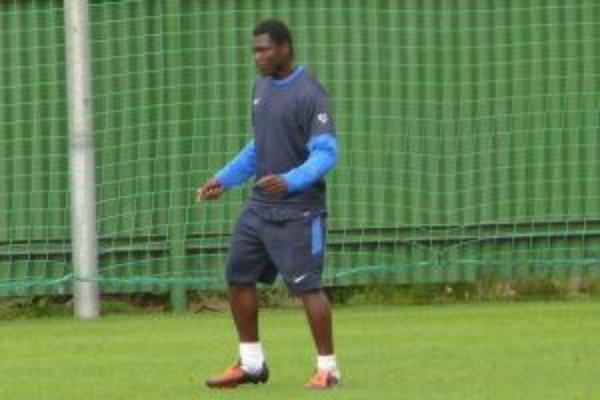 Kamerunský reprezentant je pod Dubňom na skúške.