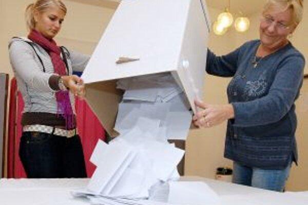 Referendum skončilo, spočítať výsledky nebolo zložité, účasť bolo do 23 %. Je neplatné.