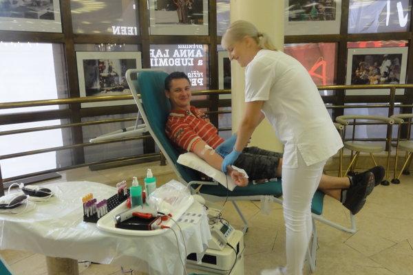 Krv daruje držiteľ zlatého Janského plakety Miroslav Markusek.