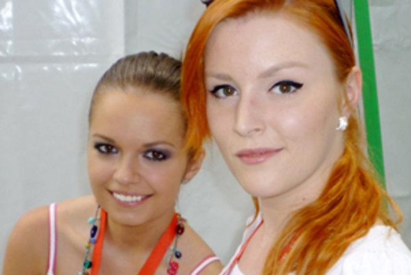 Barbora Švidraňová(vpravo) alias Zdenka. So Zuzanou Marušinovou ma autogramiáde na MDD v ZOO.
