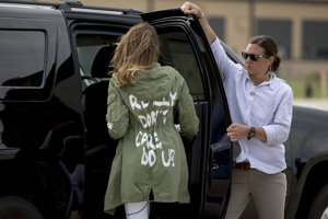 Melania Trumpová mala vzadu na bunde napísané: Je mi to skutočne jedno, a vám?