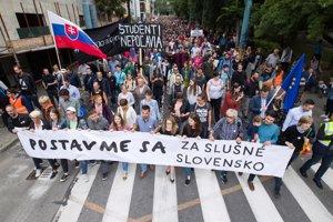 Ľudia vyšli v Bratislave opäť do ulíc, žiadajú slušné Slovensko.
