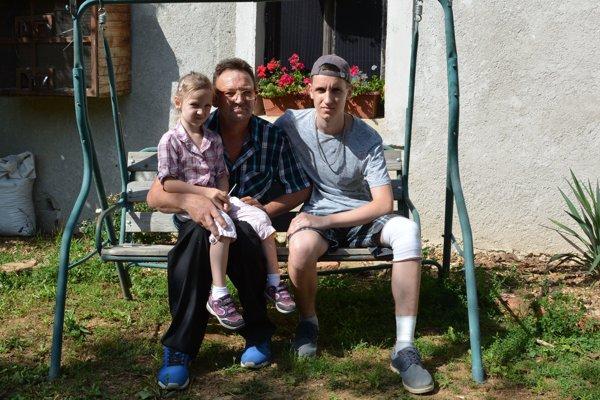 Jaroslav so svojimi deťmi.