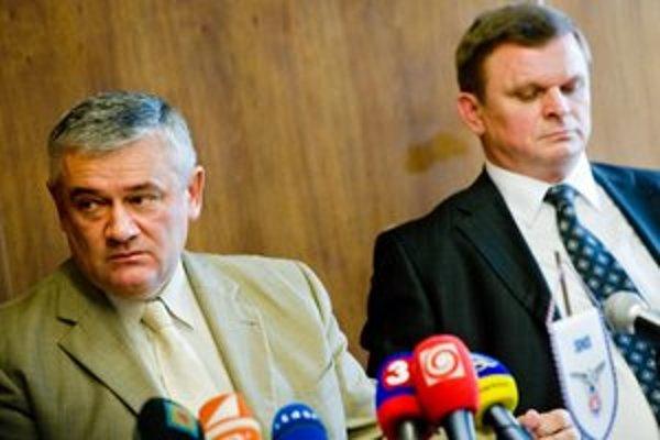Predseda SNS Ján Slota a podpredseda strany Rudolf Púčik (vpravo).