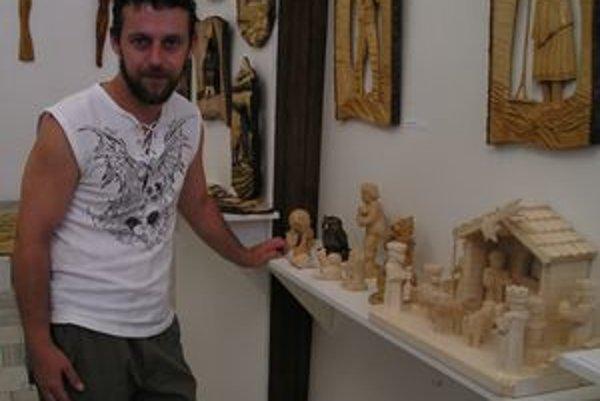 V žilinskej radnici vystavuje svoju tvorbu aj Jan Vincker z Českej republiky. Jeho betlehem má doma aj anglická kráľovná.