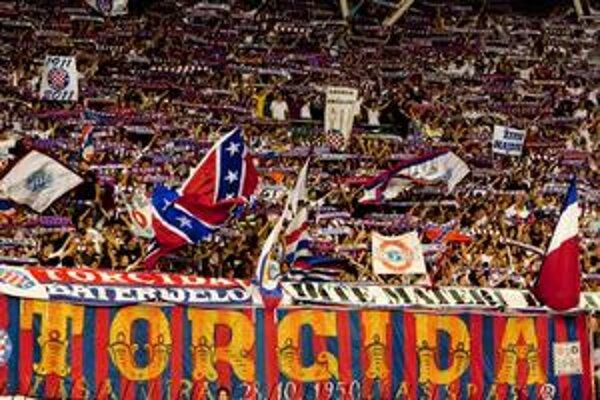 Fanúšikovia Hajduku celý zápas povzbudzovali svojich hráčov, po prehre im však nič nedarovali.