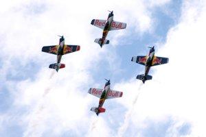 Akrobatická skupina Flying Bulls.