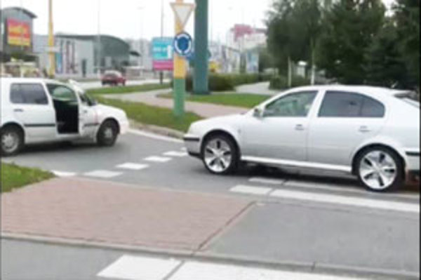 Luxusne upravená Škoda Octavia prevážala ulúpené veci.