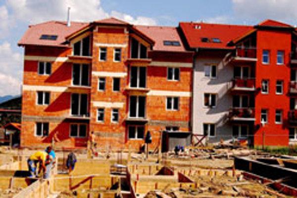 V obci Stráňavy v okrese Žilina pred rokom dali občanom do užívania 22-bytov a v týchto dňoch sa pracuje dokončení 8-bytovky, do ktorej sa prví záujemci nasťahujú koncom roka 2009.