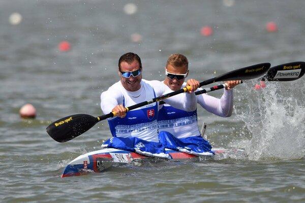 Slovenskí rýchlostní kanoisti Erik Vlček (vľavo) a Csaba Zalka.